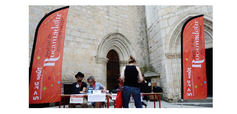 Drapeaux du Festival de Rocamadour