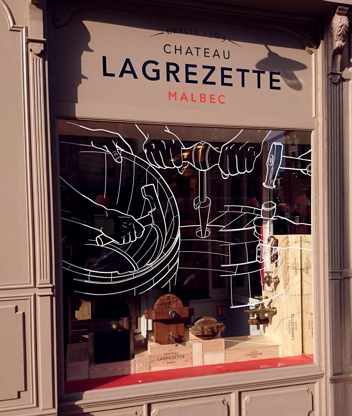 Vue la vitrine depuis la rue de Metz.