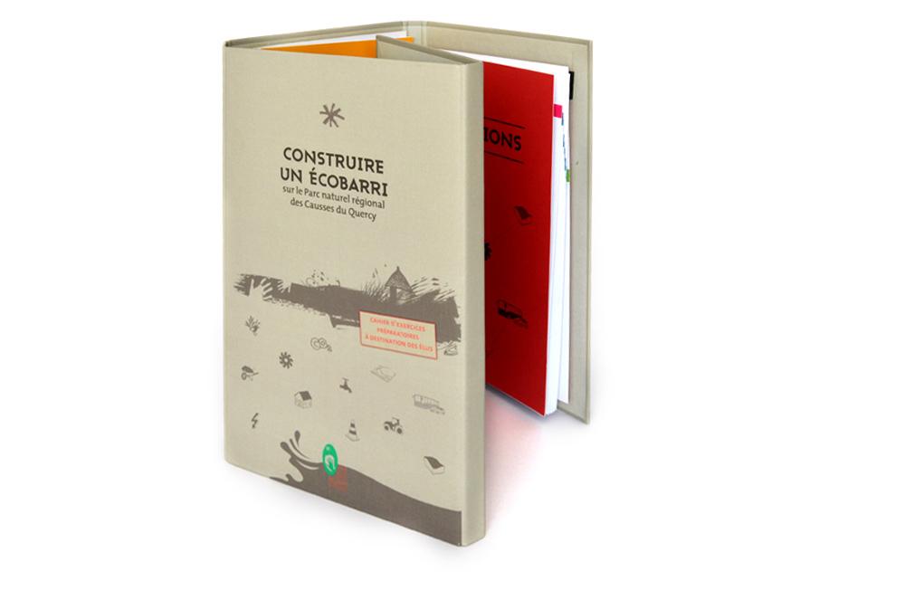 """ouverture de la couverture du livre objet """"construire un Écobarri"""""""